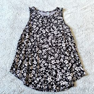 Black and White Floral Printed Flowy Tank Size L